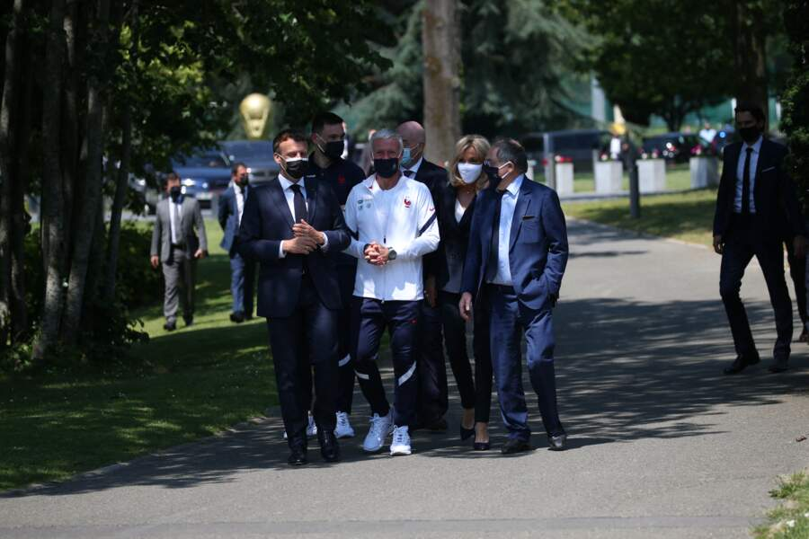Brigitte Macron accorde sa tenue à celles des Bleus, le 10 juin 2021 à Clairefonntaine.