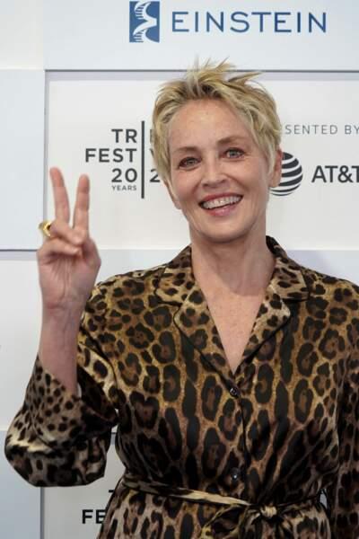Sharon Stone revient aux cheveux courts à 63 ans.