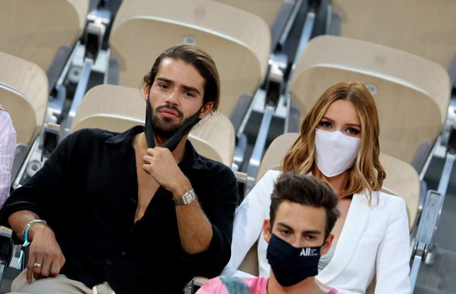 Renan Pacheco et Maëva Coucke hypnotisés par le match de Roland Garros à Paris. Le 9 juin 2021