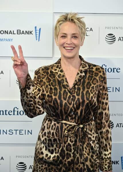 Sharon Stone plus cool que jamais avec sa célèbre coupe de cheveux courte
