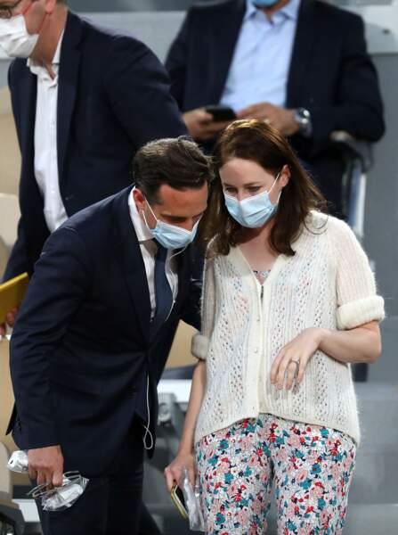 Jean-Baptiste Djebbari et sa compagne complices à Roland-Garros le 9 juin 2021