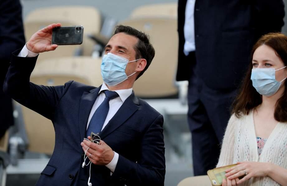 Jean-Baptiste Djebbari et sa compagne à Roland Garros le 9 juin 2021