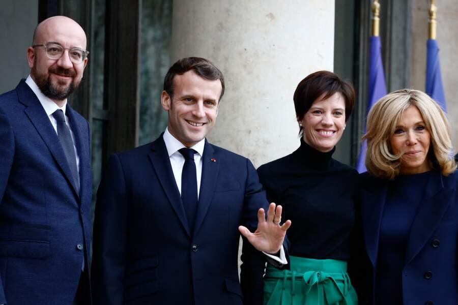 Charles Michel, président du conseil européen, le président Emmanuel Macron, Amélie Derbaudrenghien, la femme de Charles Michel, la première dame Brigitte Macron, ensemble à Paris en janvier 2020