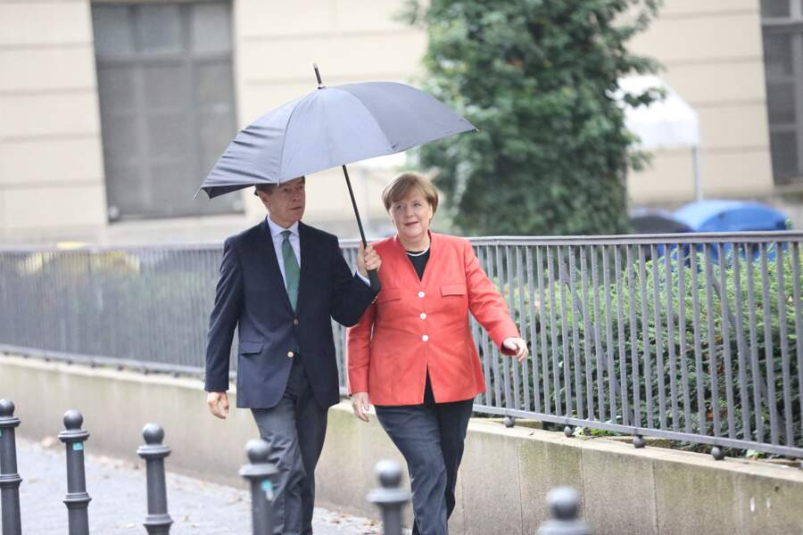 Cela pourrait être un des derniers sommets du G7 pour la chancelière allemande Angela Merkel et son mari Joachim Sauer, celle-ci ayant annoncé ne pas se représenter pour un nouveau mandat
