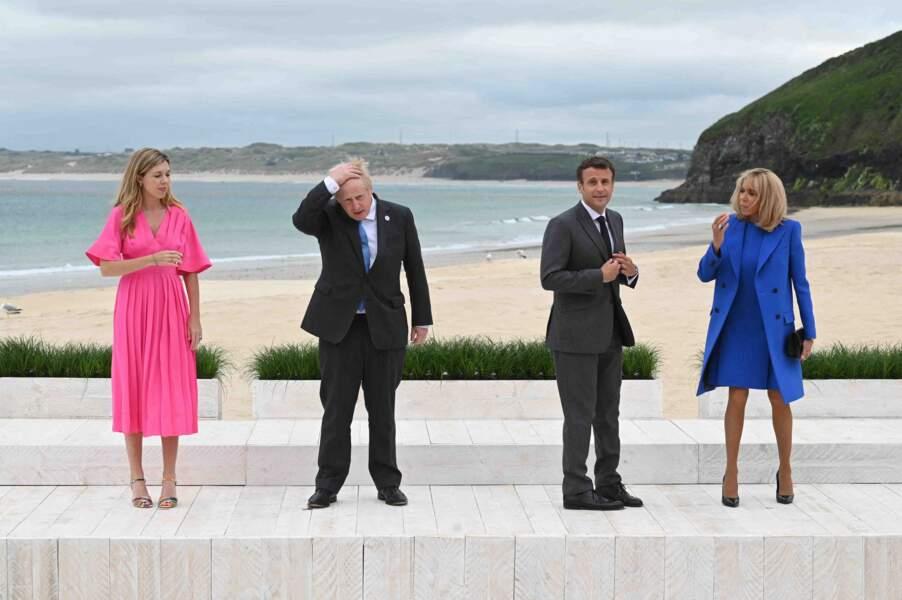 Boris Johnson et sa femme Carrie avec Emmanuel Macron et sa femme Brigitte Macron, en total look bleu flashy à Carbis Bay, Royaume Uni, le 11 juin 2021.