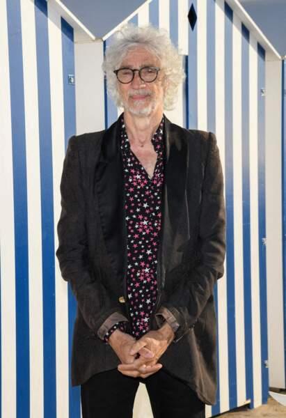 Louis Bertignac devant les photographes ce 10 juin à Cabourg.