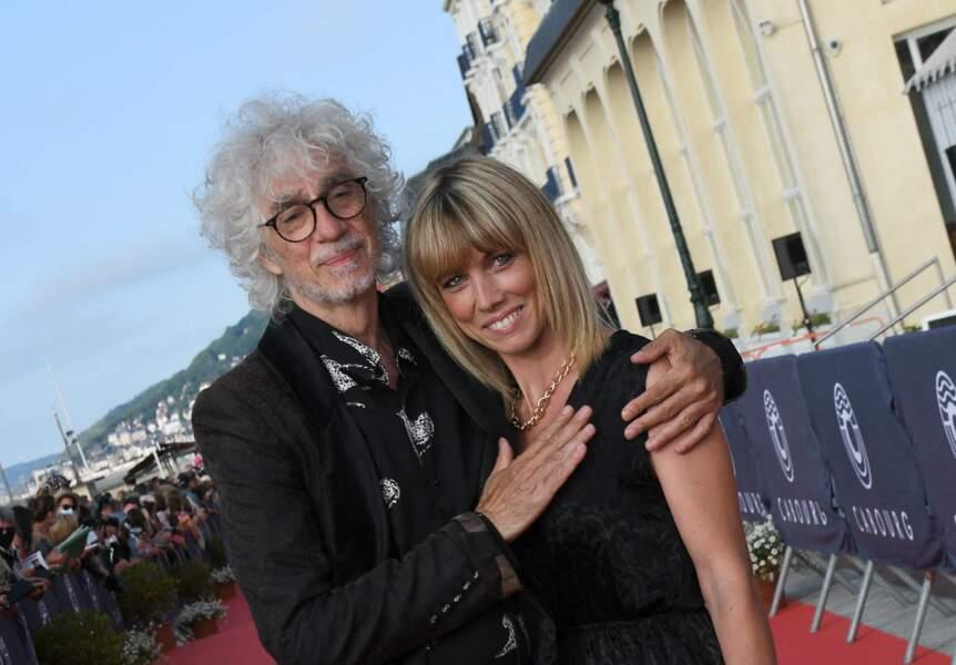 Louis Bertignac et Laetitia Brichet très fusionnel devant les caméras lors du festival du film de Cabourg.