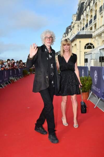 Lors du 35e Festival du Film à Cabourg, Louis Bertignac et Laetitia Brichet étaient main dans la main sur le tapis rouge.