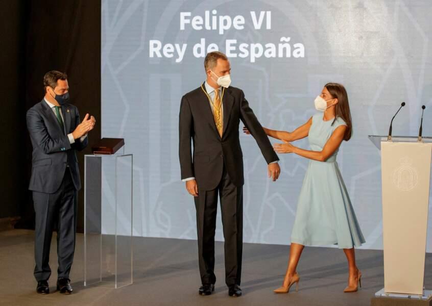 Le roi Felipe VI a reçu cette accolade des mains de Juanma Moreno, président de la Junta de Andalucía, le 14 juin