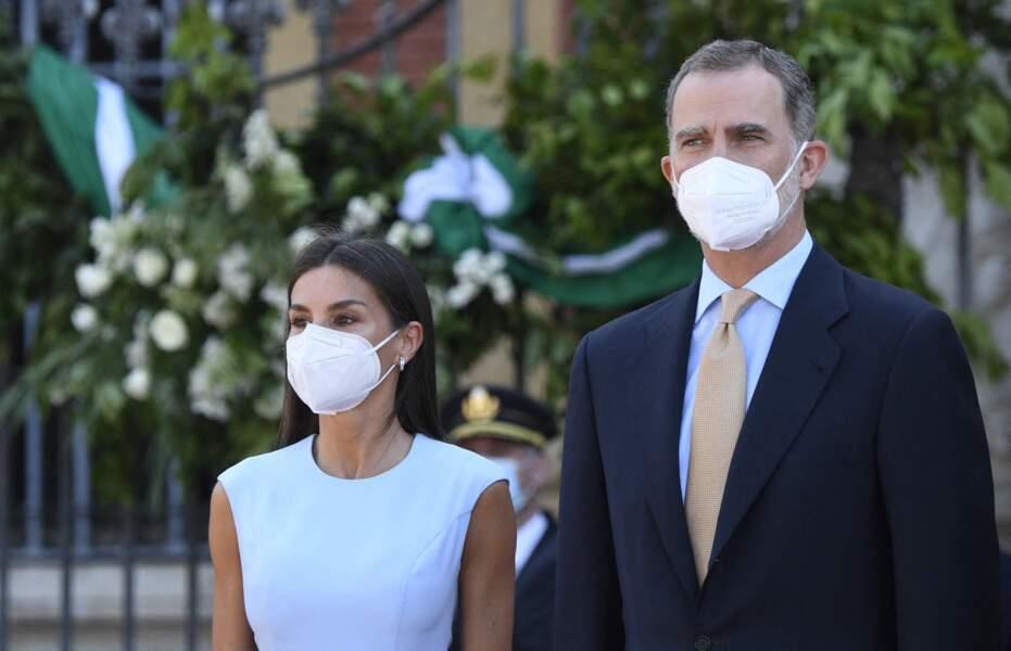 Le roi Felipe VI et la reine Letizia devant le palais de San Telmo à Séville, Espagne, le 14 juin 2021.