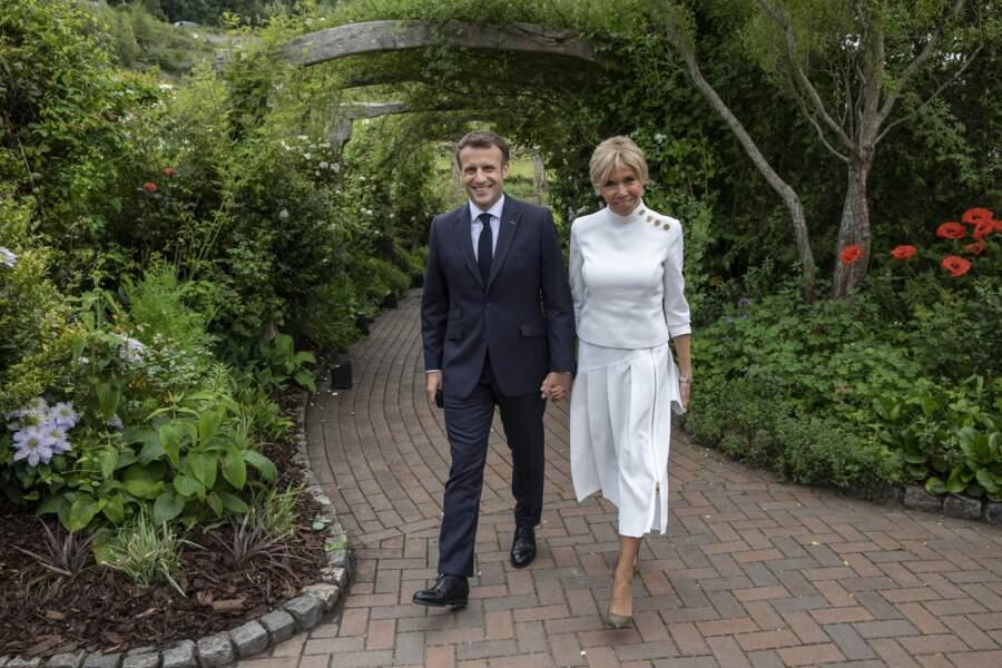 Brigitte Macron en total look blanc Louis Vuitton, le 11 juin 2021 pour le G7.