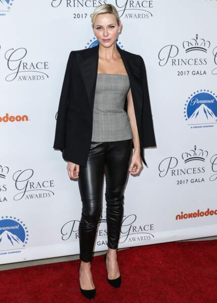 24 octobre 2017 : top bustier et slim en cuir, au lancement des Princess Grace Awards