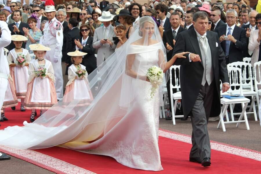 2 juillet 2011 : la robe de mariée de Charlene signée Giorgio Armani