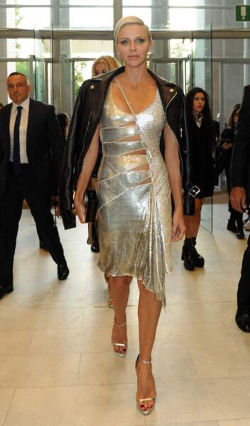 22 septembre 2017 : Charlene de Monaco, princesse rock et sexy lors de la fashion week milanaise