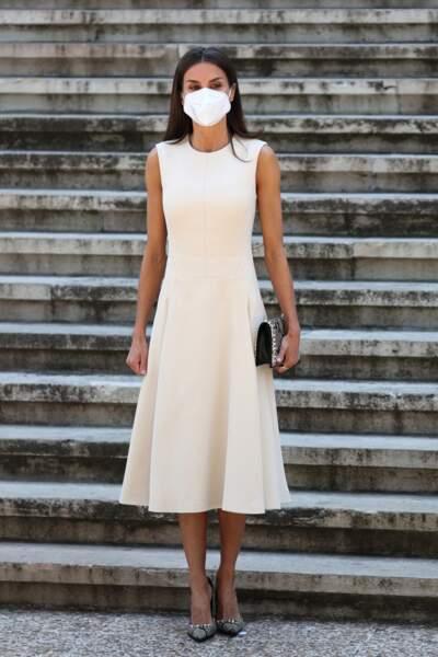 Letizia d'Espagne en robe longue blanche parfaite en 2021