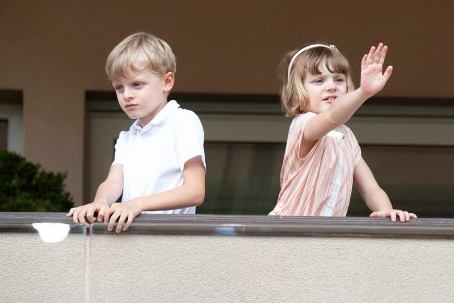 Du haut de leur 6 ans, les jumeaux Gabriella et Jacques ont assuré leur rôle princier lors du World Rugby Sevens Repechage, au stade Louis-II de Monaco ce dimanche 20 juin.