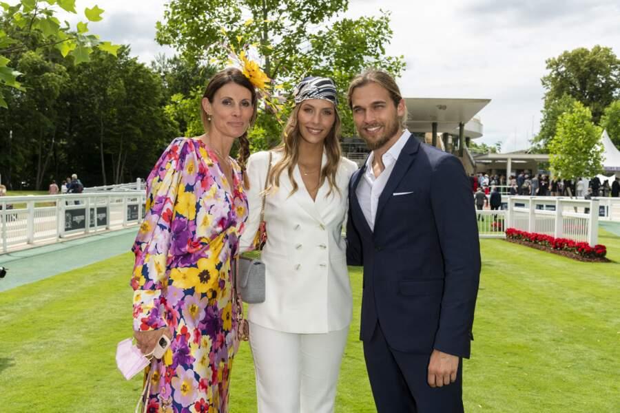 Sophie Thalmann, Camille Cerf et son compagnon Théo Fleury lors du Prix de Diane