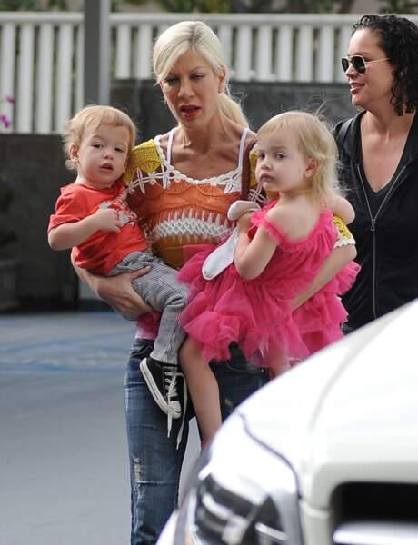 Mère de cinq enfants, Tori Spelling est régulièrement aperçue avec ses enfants, le 22 mars 2014.