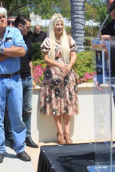 """Tori Spelling a participé, aux côtés de l'animateur star Jay Leno, au rallye """"Concours d'Elegance"""" à Beverly Hills, ce 20 juin 2021."""