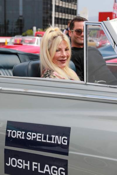 """Tori Spelling a participé au rallye """"Concours d'élégance"""", à Beverly Hills, ce 20 juin 2021. Son visage était méconnaissable."""