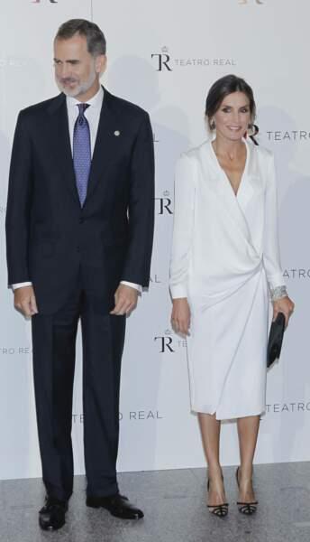 Letizia d'Espagne avait déjà porté cette robe longue blanche pour aller voir l'opéra Don Carlo, le 18 septembre 2019.