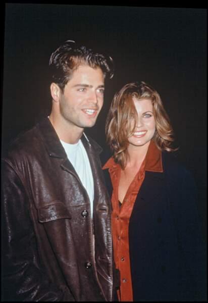 David Charvet et Yasmine Bleeth posent ensemble le 25 septembre 1996