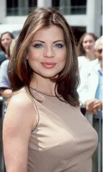 Yasmine Bleeth participe à une conférence de presse dans les studios de NBC, à New York, le 21 février 2001.