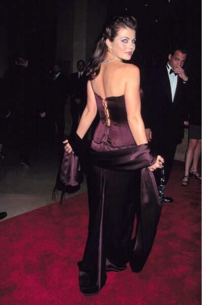 "Yasmine Bleeth assiste au gala ""Carousel of hope"" à Los Angeles, le 25 octobre 1998"