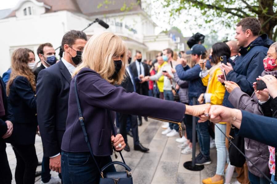 Le couple présidentiel est allé saluer la foule venue en nombre pour les saluer.