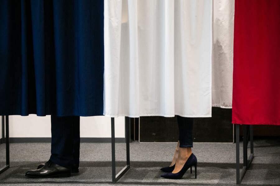 La première dame Brigitte Macron a opté pour une paire de talons hauts pour cet événement important.