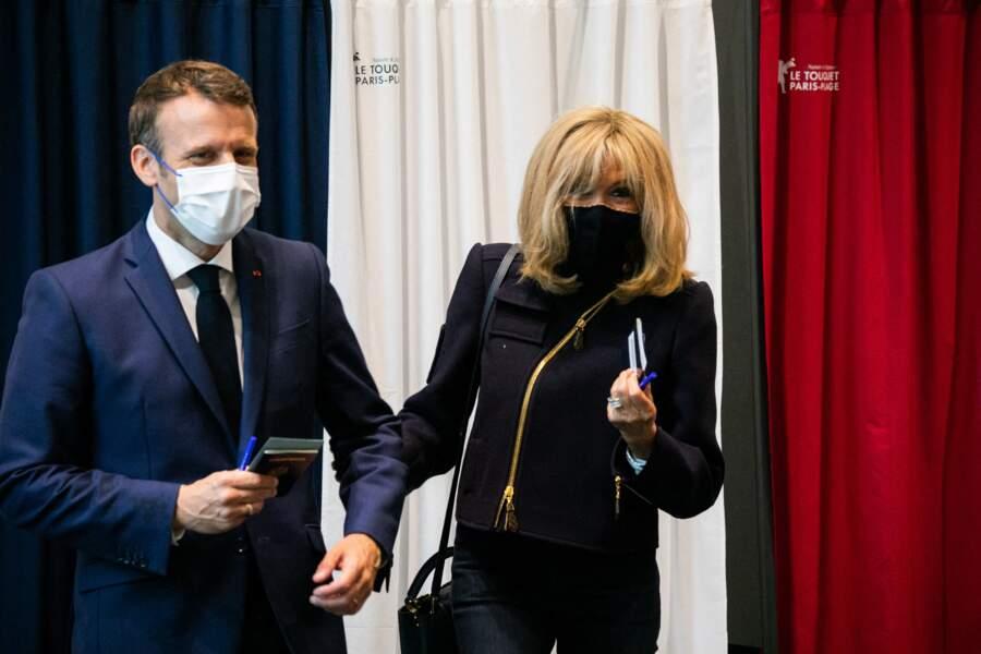 Le couple Macron a voté ensemble au palais des Congres au Touquet.