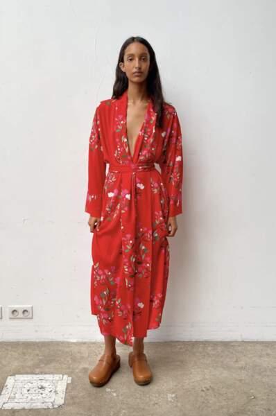 Robe longue avec décolleté en V, 49,95€, Zara