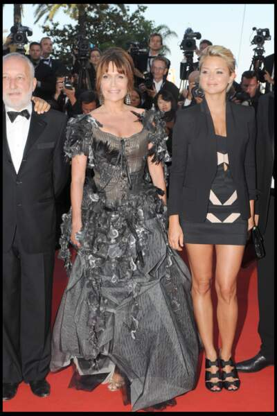 Virginie Efira en 2007 au Festival de Cannes : elle dévoile ses jambes en robe courte et escarpins à talons