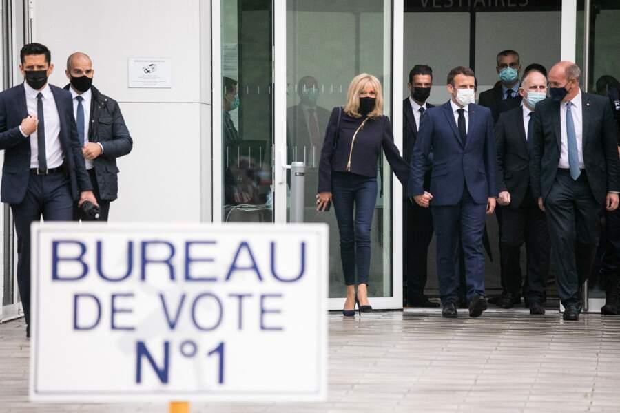 Le président de la république Emmanuel Macron, sa femme Brigitte Macron et Daniel Fasquelle, maire du Touquet Paris Plage au palais des Congres au Touquet le 27 juin 2021