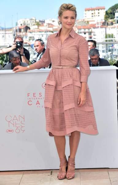 Virginie Efira en 2016 au Festival de Cannes : ravissante en robe cintrée rose poudrée