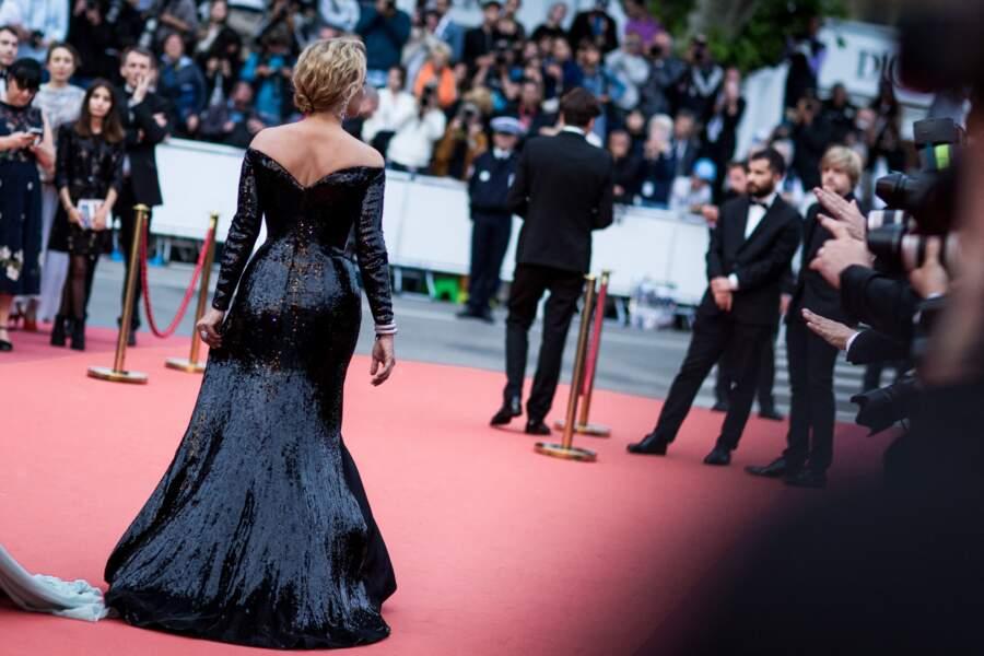 Virginie Efira en 2012 au Festival de Cannes : une robe longue incroyable qu'elle accessoirise d'escarpins et d'un chignon bas.