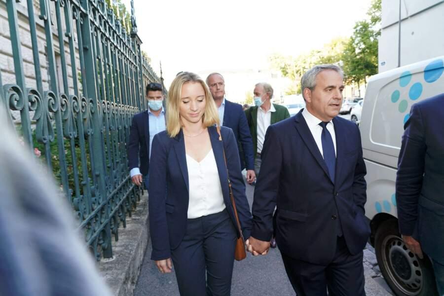 Xavier Bertrand et son épouse Vanessa Williot en juin 2021 pour les élections régionales, à Saint-Quentin