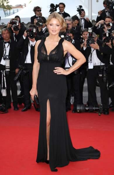 Virginie Efira en 2012 au Festival de Cannes : sublime en robe longue fendue sur le devant et joliment décolletée