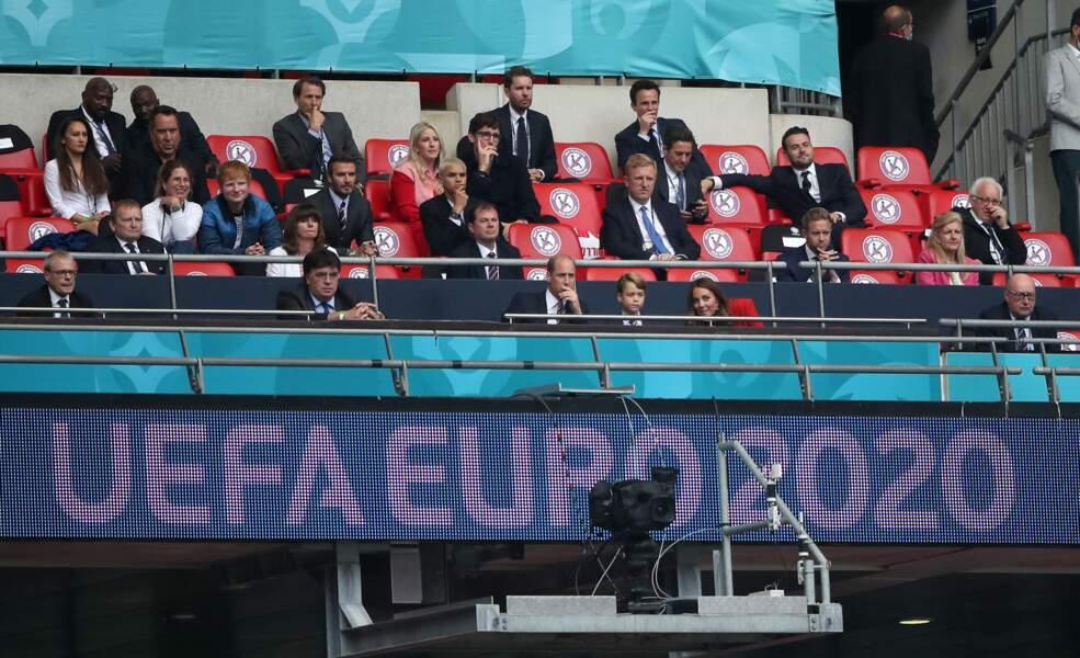 """Dans les tribunes du stade de Wembley à Londres, le prince George a chanté l'hymne national """"God Save The Queen"""""""""""