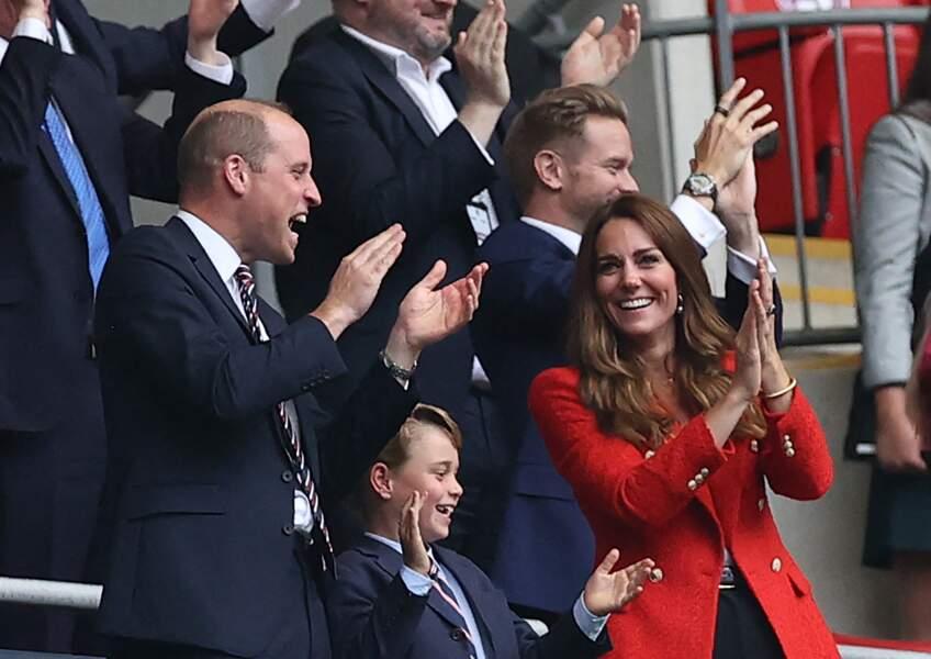Le prince George, accompagné de ses parents William et Kate, assiste au match Angleterre-Allemagne, ce mardi 29 juin 2021, au stade de Wembley à Londres