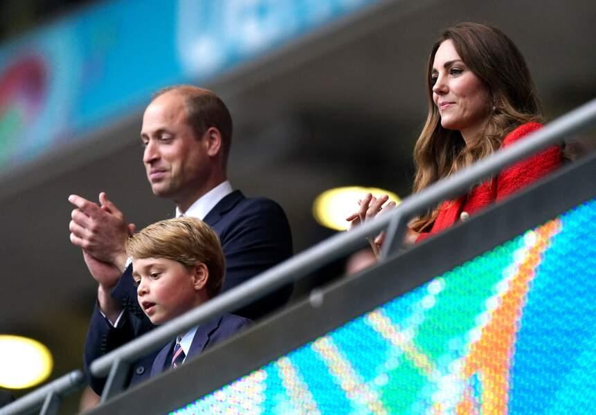 Lors de cette sortie en famille, le prince George était très concentré devant le match Angleterre-Allemagne, à l'occasion de l'Euro 2021