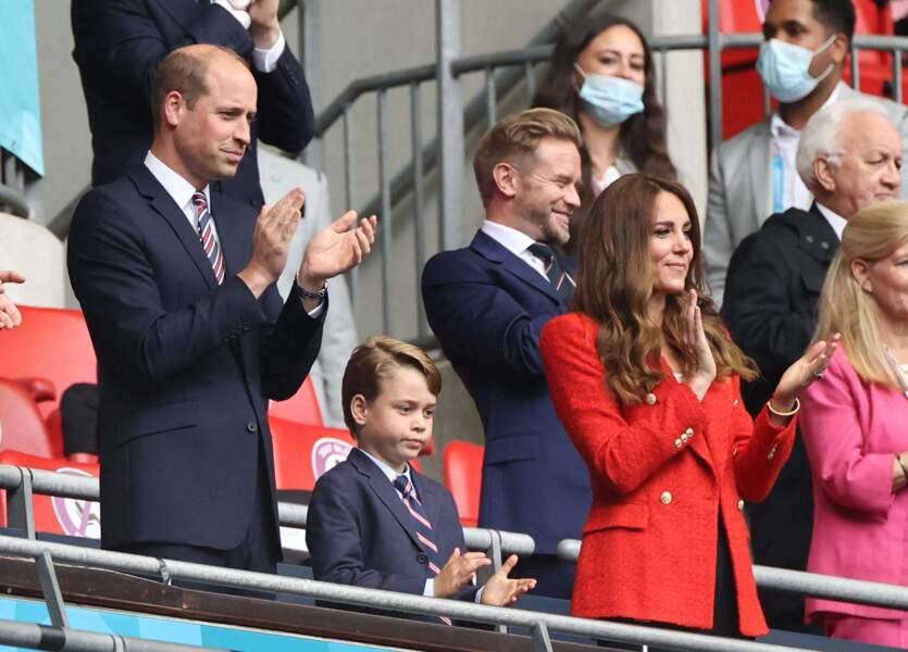 Pour soutenir son équipe, le prince George avait sorti sa plus belle cravate aux couleurs de l'union Jack