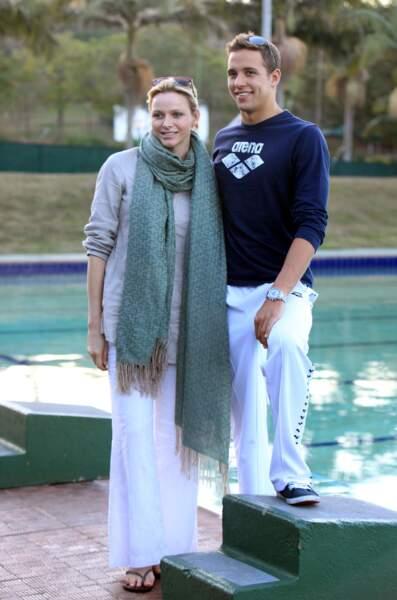 Chad Le Clos aux cotés de Charlène de Monaco pour assister à l'entraînement des nageurs à la piscine Pinetown, à Durban en Afrique du Sud, le 10 août 2012