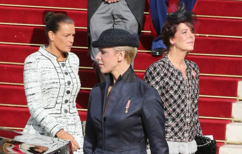 Charlene de Monaco en représentation avec ses belles-soeurs, Stéphanie et Caroline, à la sortie de la cathédrale Notre-Dame-Immaculée de Monaco, le jour de la fête nationale monégasque, le 19 novembre 2012