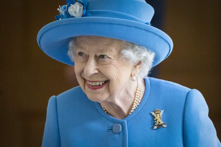 Elizabeth II était radieuse, le 28 juin 2021, lors de sa visite à l'usine AGG Barr à Cumbernauld, pendant sa semaine de Holyrood consacrée à l'Ecosse