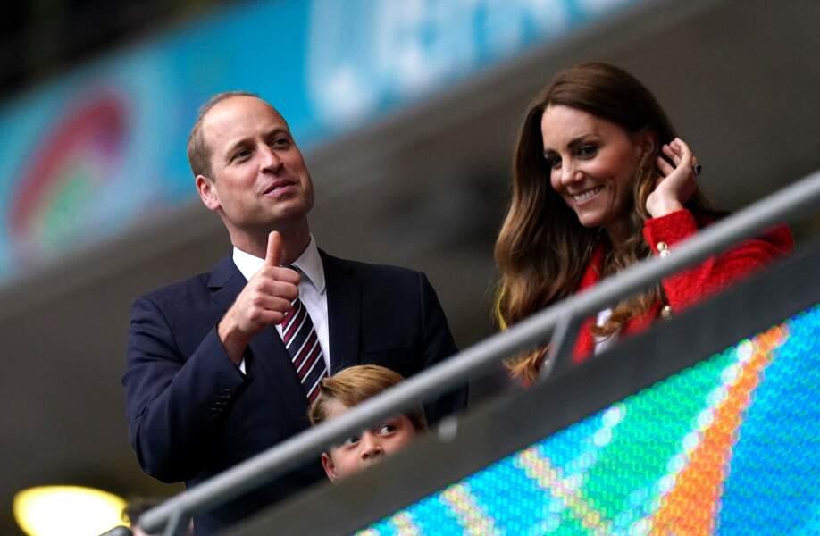 Pendant tout le match, le prince George a montré une concentration sans faille devant la technique des joueurs de l'équipe d'Angleterre, au stade de Wembley