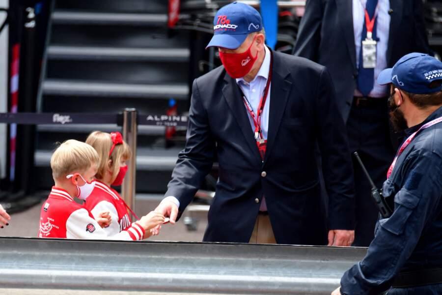 Le prince Albert II de Monaco a visité avec ses enfants, le prince héréditaire Jacques et sa soeur la princesse Gabriella, les stands avant les essais officiels du 78eme Grand Prix de F1 de Monaco le 22 mai 2021.