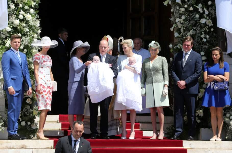 Charlene et Albert de Monaco entourés de Caroline et Stéphanie, lors du baptême de leurs enfants, à Monaco, le 10 mai 2015