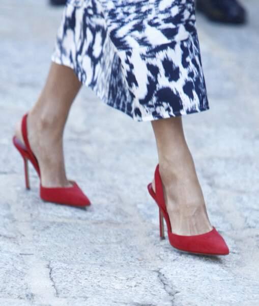 La reine Letizia d'Espagne est une adepte des escarpins Carolina Herrera.