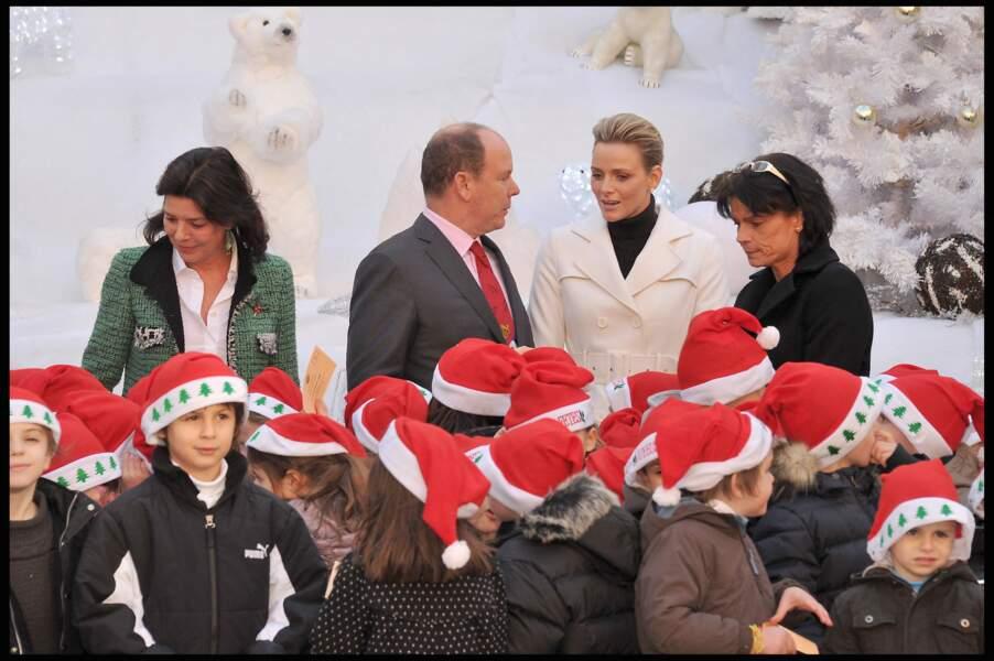 Charlene de Monaco rejoint Albert II, Caroline et Stéphanie de Monaco, pour le Père Noël des enfants, à Monaco, le 15 décembre 2010